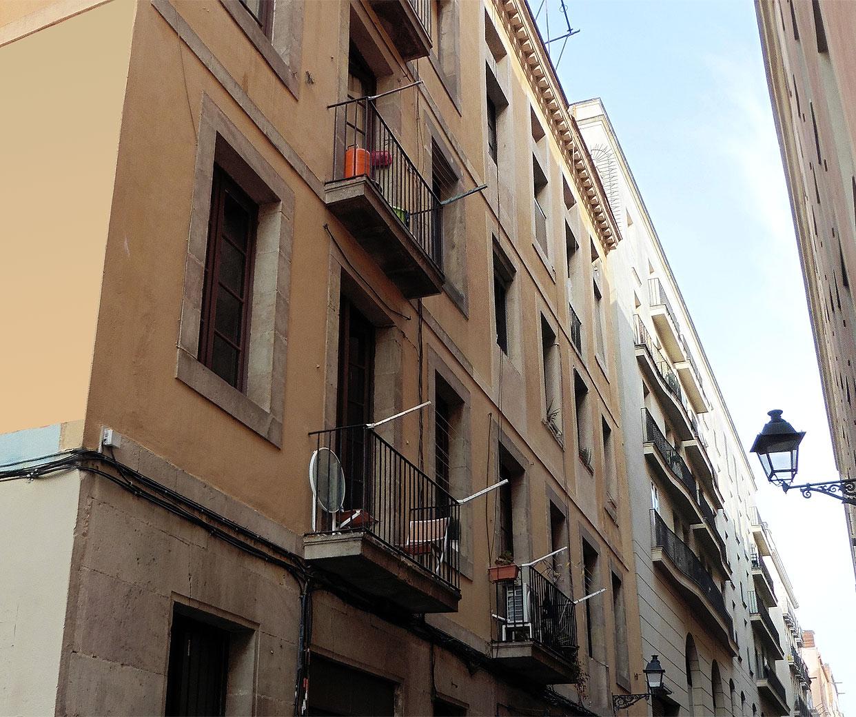 Edifici en venda al costat Rambla del Raval